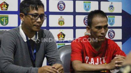 Pelatih persik Joko 'getuk' Susilo dan pemain persik Faris Aditama. - INDOSPORT