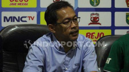 Pelatih Persebaya Surabaya, Aji Santoso tampaknya semakin tenang menjelang Liga 1 yang akan bergulir pada 29 Februari 2020 nanti. - INDOSPORT
