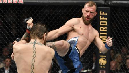 Donald Cerrone kala menghadapi bintang UFC, Conor McGregor. - INDOSPORT