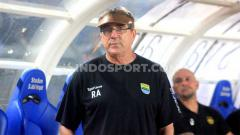 Indosport - Pelatih Persib Bandung, Robert Rene Alberts, meliburkan seluruh skuat demi menekan penyebaran virus Corona.