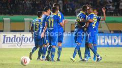 Indosport - Persib Bandung berhasil mengalahkan Persela Lamongan di pekan pertama Liga 1 2020.