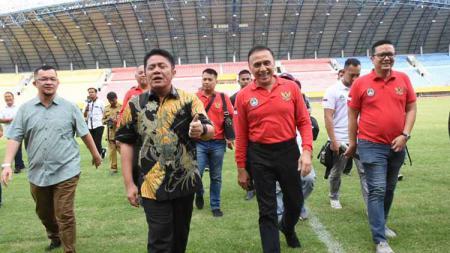 Ketua Umum PSSI Mochamad Iriawan, Selasa (11/02/20) melakukan peninjauan ke Stadion Gelora Sriwijaya Jakabaring, Palembang. - INDOSPORT