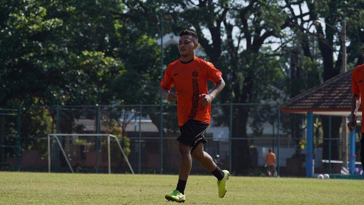 Pemain baru Persija Jakarta, Osvaldo Haay, berlatih menjelang kick-off Liga 1 2020. Copyright: Media Persija