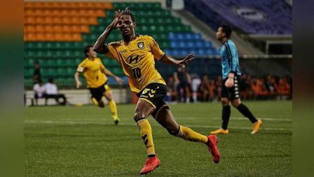 Dua negara di ASEAN yakni Singapura dan Myanmar belum menghentikan kompetisi sepak bolanya karena wabah virus corona. - INDOSPORT