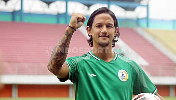 PSS Sleman memperkenalkan pemain baru, Irfan Bachdim kepada media. Copyright: Ronakd Seger Prabowo/INDOSPORT