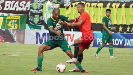 Pertandingan babak pertama Bhayangkara FC vs Persebaya dalam lanjutan piala gubernur Jatim 2020, Skor babak pertama 0-0. - INDOSPORT
