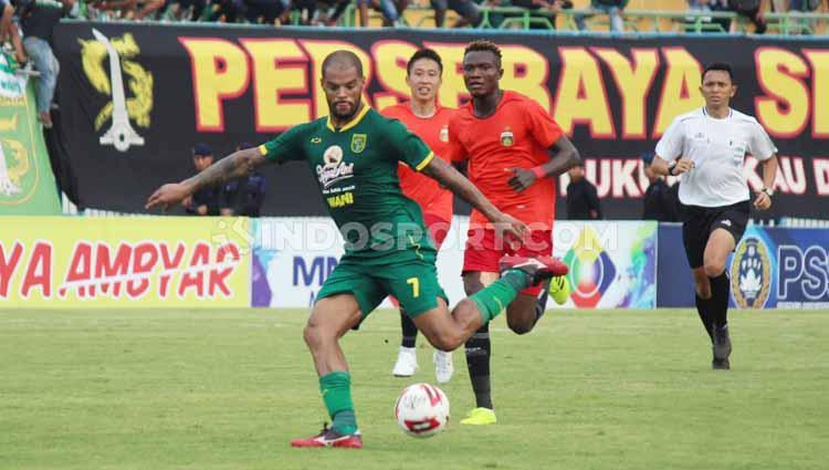 Pertandingan babak kedua Bhayangkara FC vs Persebaya dalam lanjutan piala gubernur Jatim 2020, Bhayangkara FC unggul 0-1. Copyright: Fitra Herdian/INDOSPORT