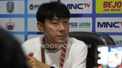 Indosport - Pelatih Timnas Indonesia, Shin Tae-yong memberikan sedikit catatan terkait kepemimpinan wasit di laga uji coba kontra Persita Tangerang, Jumat (21/02/20).