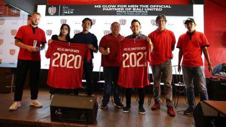 Perkenalan MS Glow For Men sebagai sponsor Bali United di Bali United Cafe, Gianyar, Kamis (13/2/20). - INDOSPORT