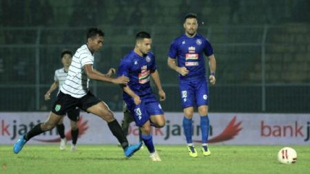 Arema FC vs Persela Lamongan di Piala Gubernur Jatim 2020. - INDOSPORT