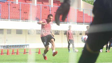 Pemain asing PSIS Semarang, Flavio Beck Jr. berkesempatan melakukan debut bersama Laskar Mahesa Jenar saat timnya menghadapi Persela Lamongan dalam pekan kedua kompetisi Liga 1 2020 - INDOSPORT