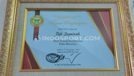 Pada 2018 lalu, almarhum Tati Sumirah mendapat piagam penghargaan dari Persatuan Wanita Olahraga Seluruh Indonesia.