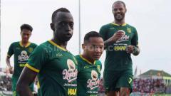 Indosport - Banyaknya pemain asing berlabel tim nasional di kompetisi Liga 1 2020 berpotensi mengundang datangnya 'Virus FIFA'.