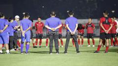 Indosport - Timnas Indonesia Senior saat latihan perdana dibawah kepemimpinan pelatih Shin Tae-yong Stadion Madya, beberapa waktu lalu.