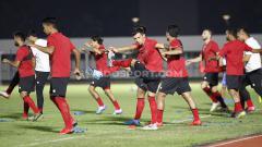 Indosport - Timnas Indonesia senior memulai latihan perdana di Stadion Madya.