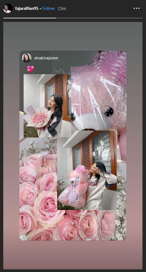 Fajar Alfian berikan bunga dan boneka untuk Shakira Jasmine di Hari Valentine Copyright: Instagram @fajaralfian95