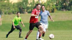 Indosport - Klub Liga 1 Persipura Jayapura hanya mampu bermain imbang dengan klub Liga 2, Sulut United dalam laga ujicoba yang digelar di Lapangan Independent School.