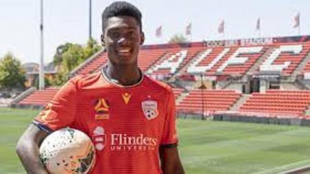 Pemain Adelaide United, Mohamed Toure, yang masih berusia 15 tahun berhasil menggemparkan A League Australia. - INDOSPORT