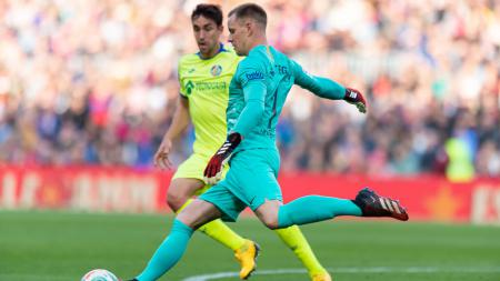 Penjaga gawang Barcelona, Marc-Andre ter Stegen, menorehkan rekor yang bertahan selama 14 tahun setelah ia membantu timnya menang tipis 2-1 atas Getafe. - INDOSPORT