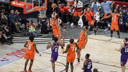 Pertandingan Rising Star di NBA All Star 2020 antara Tim Amerika Serikat (oranye) melawan Tim Dunia