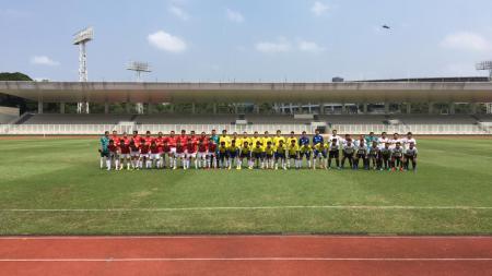Event Menbola bareng dengan komunitas sepak bola daerah oleh O Channel TV. - INDOSPORT