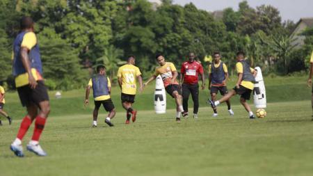 Skuat klub Liga 1, Persipura Jayapura, saat menjalani sesi latihan. - INDOSPORT