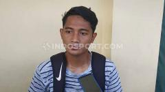 Indosport - Bek kiri mungil Persebaya Surabaya, Nasir siap membela timnya saat lawan Arema FC dalam babak semifinal Piala Gubernur Jatim (PGJ ) 2020.