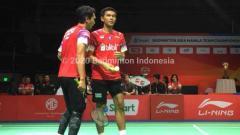 Indosport - Fajar Alfian/Mohammad Ahsan berhasil menumbangkan wakil Malaysia sekaligus membawa tim Indonesia menjuarai Badminton Asia Team Championships 2020.
