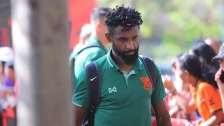 Bek Timnas Indonesia Yanto Basna jalani debut pahit di Liga 1 Thailand 2020 bersama PT Prachuap FC meski tampil sebagai starter. - INDOSPORT