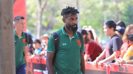 Bek Timnas Indonesia, Yanto Basna menjalani musim ketiganya di Liga Thailand. Ia mengaku kerasan dan telah membela tiga klub berbeda. - INDOSPORT