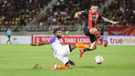 Bek Timnas Indonesia Gagal Unjuk Gigi, Liga Thailand Musim 2021/2022 Kembali Ditunda. - INDOSPORT
