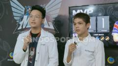 Indosport - Maungzy (kanan) usai membawa tim Alter Ego unggul atas RRQ Hoshi di pekan kedua MPL Indonesia season 5.
