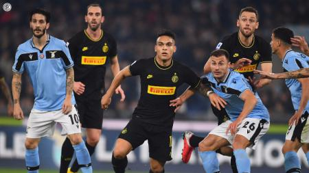 Aksi pemain di pertandingan pekan ke-24 Serie A Liga Italia Lazio vs Inter Milan, Senin (17/02/20). - INDOSPORT