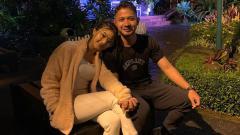 Indosport - Ghea Youbi bersama dengan bintang muda Persib Bandung, Gian Zola
