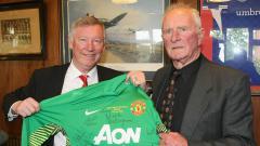 Indosport - Dua sosok legendaris Manchester United, Sir Alex Ferguson dan Harry Gregg