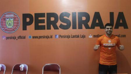 Liga 1 Libur, Pemain Asing Persiraja Ini Pilih Tetap di Indonesia. - INDOSPORT