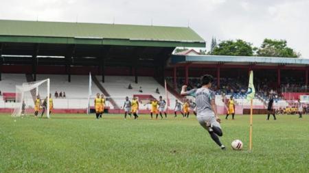 Klub Liga 2, Sulut United, saat menggelar uji coba pra musim di Stadion Klabat, Manado. - INDOSPORT