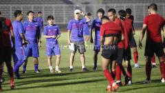 Indosport - Shin Tae-yong terkejut melihat penampilan Timnas Indonesia saat latihan bersama tim Korea Selatan.