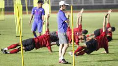 Indosport - Timnas Indonesia di bawah asuhan Shin Tae-yong memiliki peluang besar juara Piala AFF 2020 karena Thailand bakal babak belur.
