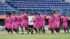 Indosport - Keputusan PT Liga Indonesia Baru (LIB) untuk menunda pelaksanaan Liga 2 2020 terus menuai protes dari para klub, salah satunya ialah Sulut United.