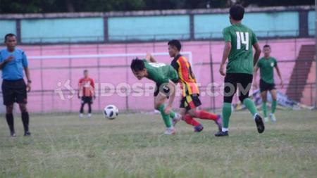 PSMS Medan (baju hijau) menang 3-1 lawan tim lokal, Gumarang FC, dalam uji coba di Stadion Teladan, Medan - INDOSPORT