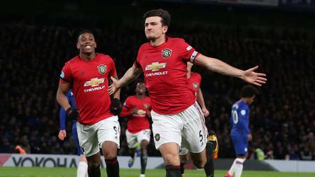Willian dan Anthony Martial di laga Liga Inggris antara Chelsea vs Manchester United. - INDOSPORT