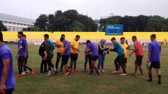 Indosport - Sriwijaya FC menjalani latihan menjelang kick-off Liga 2 2020.