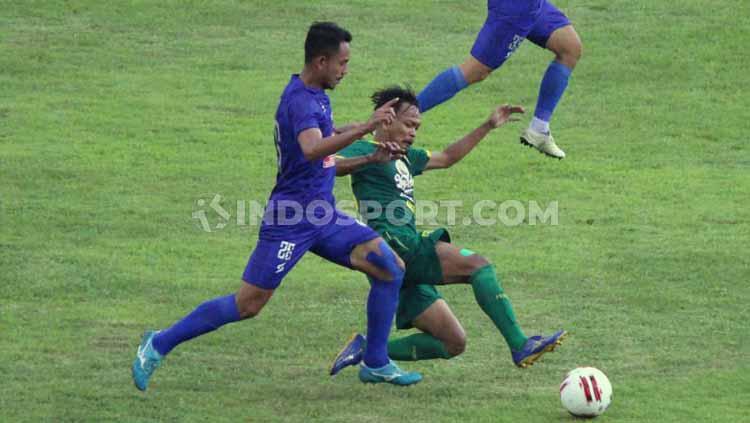 Selebrasi Johan Ahmad Farizi menit ke-3. Copyright: Fitra Herdian/INDOSPORT