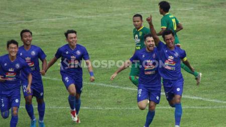 Menurut asisten pelatih Arema FC, Charis Yulianto, minimnya produktivitas timnya di Liga 1 2020 ini masih wajar. - INDOSPORT