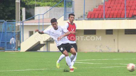 Pemain baru klub Liga 1 PSIS Semarang Wahyu Prasetyo mendapat apesiasi dari manajemen klubnya usai menunjukkan perkembangan yang positif setelah direkrut. - INDOSPORT