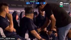 Indosport - Legenda sepak bola Argentina, Diego Maradona diduga kembali menggunakan obat terlarang saat tengah menukangi klub barunya, La Gimnasia de La Plata.