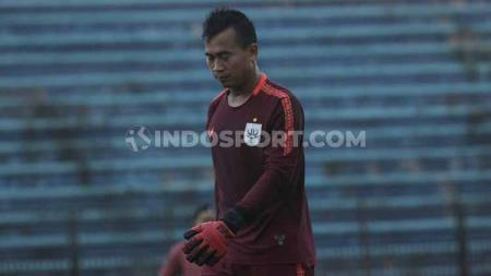 Kiper klub Liga 2 Mitra Kukar, Endang Egga Subrata, memilih pulang ke tempat asalnya di Bekasi usai timnya meliburkan latihan akibat wabah virus corona. - INDOSPORT