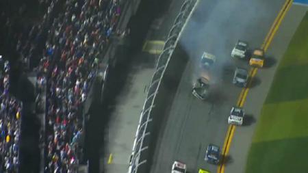 Sebuah kecelakaan terjadi di balap Nascar dan melukai seorang pembalap bernama Ryan Newman. - INDOSPORT