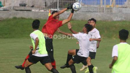 Timnas Indonesia U-16 saat latihan di Lapangan Universitas Islam Indonesia (UII), Sleman, Rabu (19/02/20) lalu. - INDOSPORT